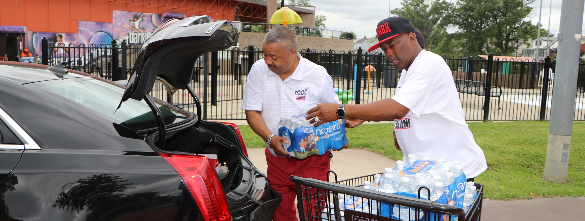 Rep. Payne, Jr. visits Two Newark Facilities to Help Distribute Bottled Water